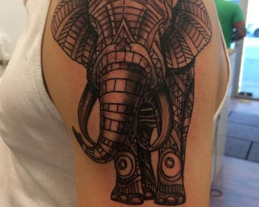elefant tatoo