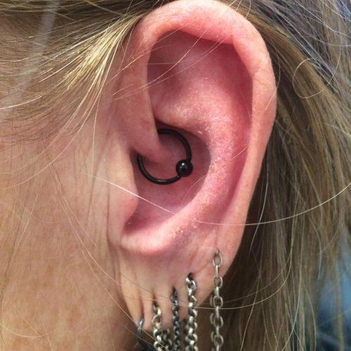 Daith piercing med ring bcrmigræne migraine blackline