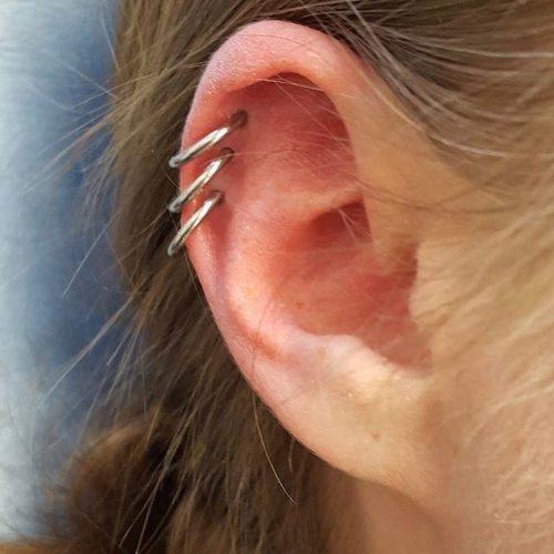 triple helix piercing cartilage ørekant