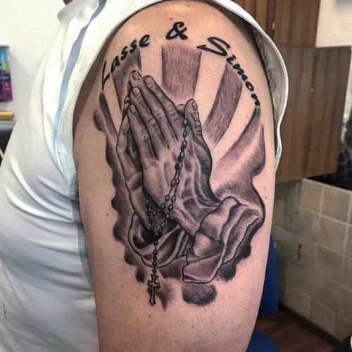 tribute tattoo praying hands tatovering chicano