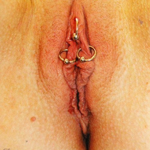 outer labia clit hood forhud klitoris intim intimate genital piercing