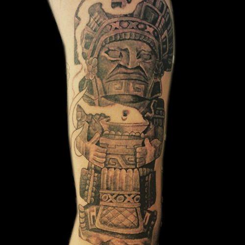 Aztec tattoo tatovering choolo chicano