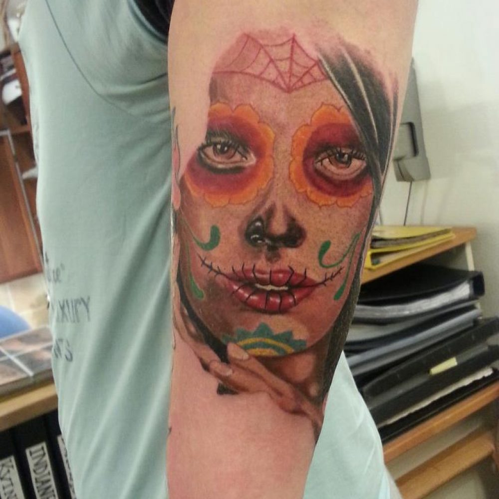 Sugerskull tattoo tatovering dame female Colour